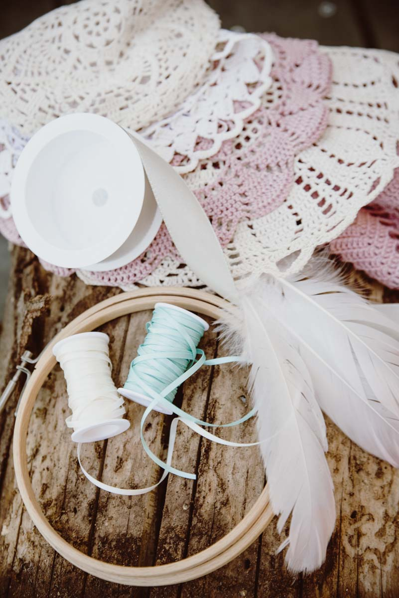 DIY-Dreamcatcher-Boho-Wedding-Dekoration-Traumfaenger-Hochzeitsdekoration-28