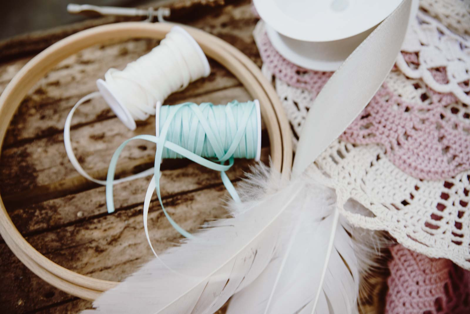 DIY-Dreamcatcher-Boho-Wedding-Dekoration-Traumfaenger-Hochzeitsdekoration-32