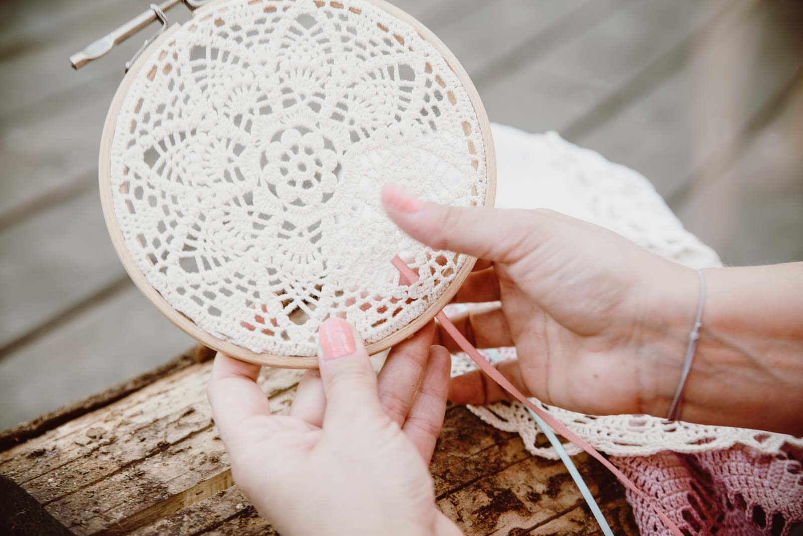 DIY-Dreamcatcher-Boho-Wedding-Dekoration-Traumfaenger-Hochzeitsdekoration-41