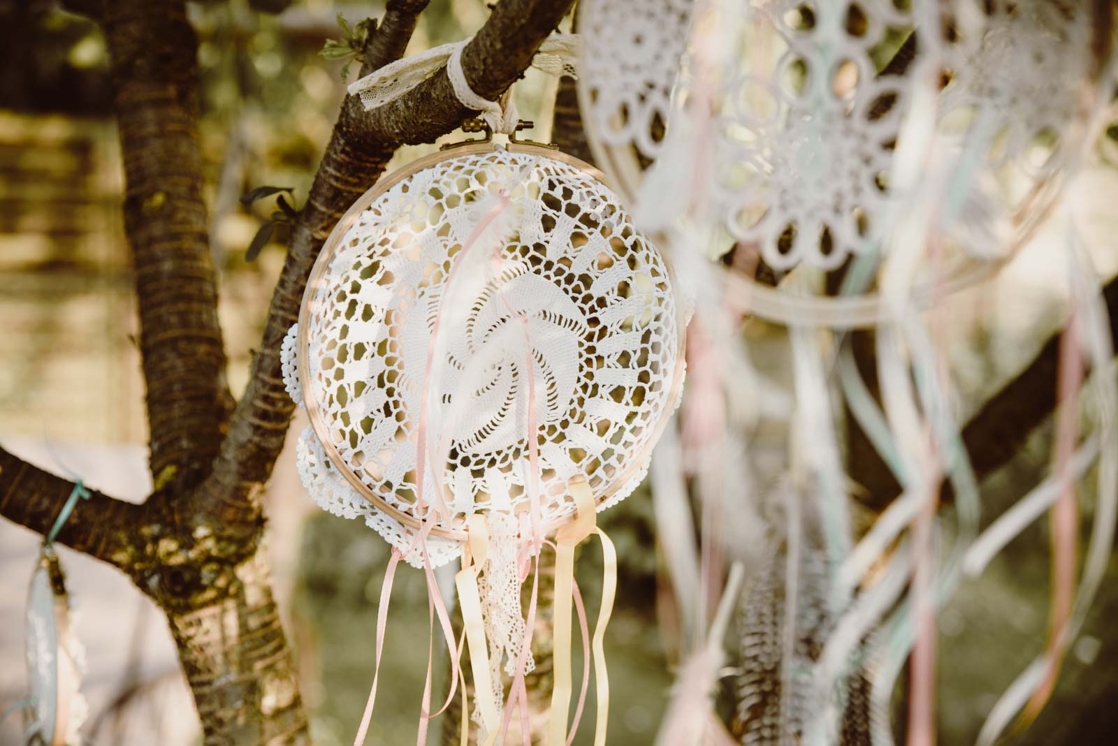 DIY-Dreamcatcher-Boho-Wedding-Dekoration-Traumfaenger-Hochzeitsdekoration-11