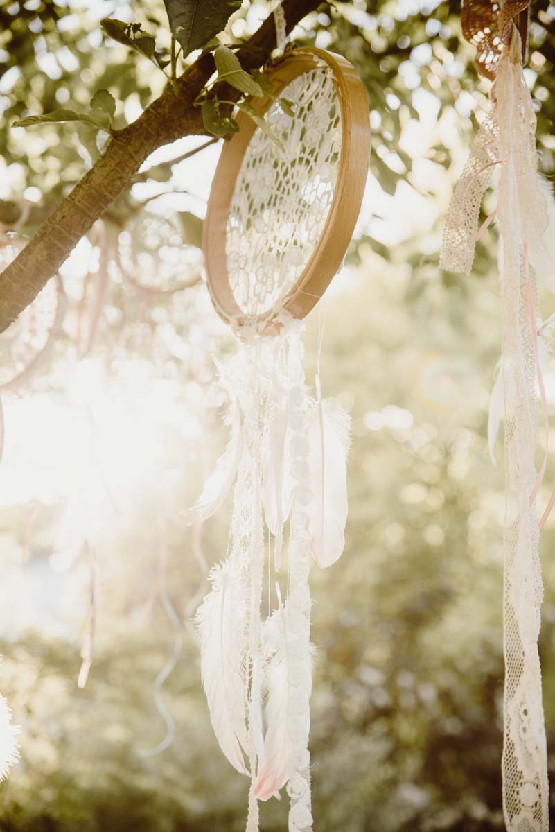 DIY-Dreamcatcher-Boho-Wedding-Dekoration-Traumfaenger-Hochzeitsdekoration-2