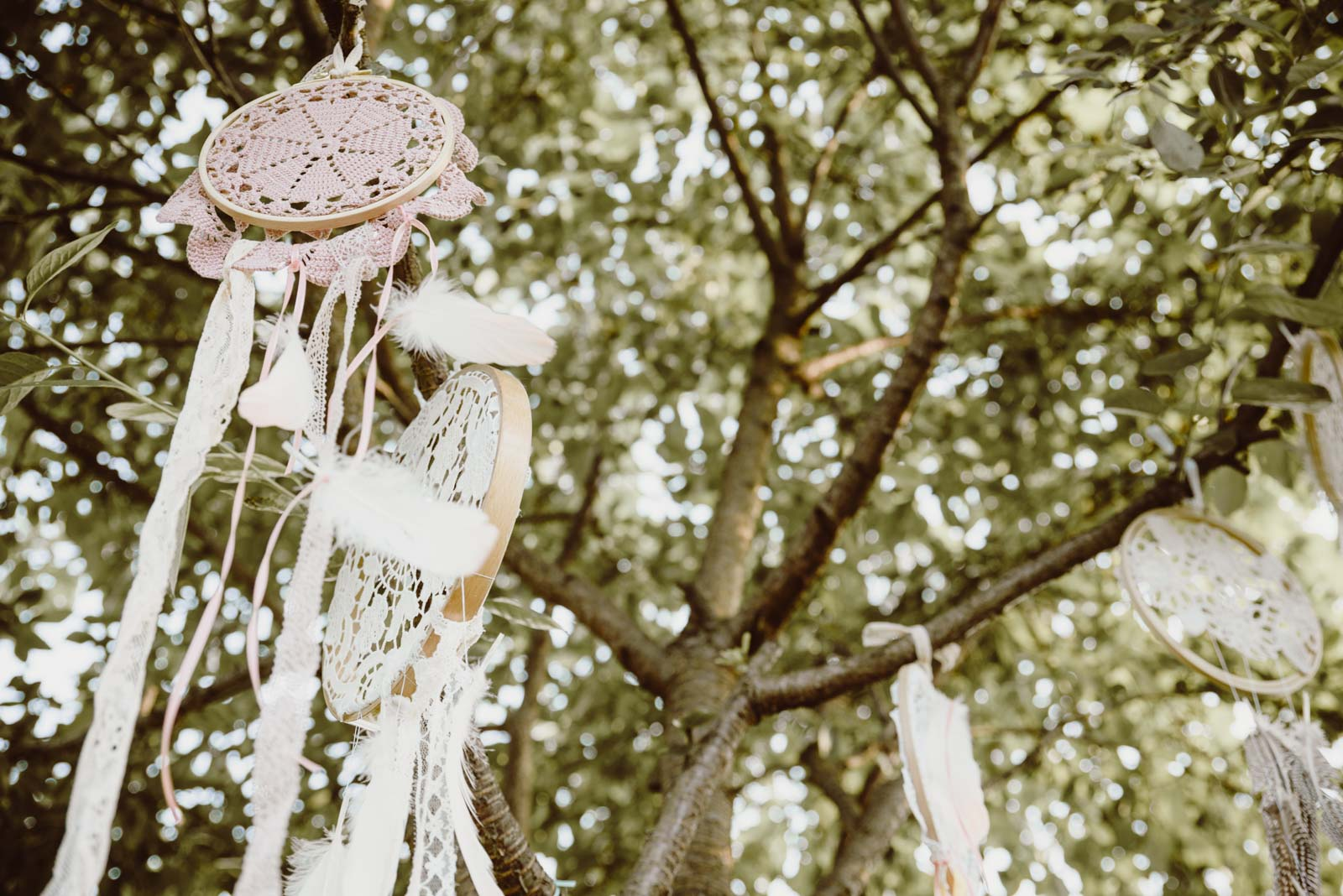 DIY-Dreamcatcher-Boho-Wedding-Dekoration-Traumfaenger-Hochzeitsdekoration-27
