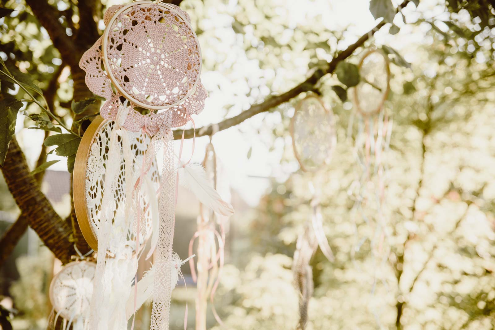 DIY-Dreamcatcher-Boho-Wedding-Dekoration-Traumfaenger-Hochzeitsdekoration-4