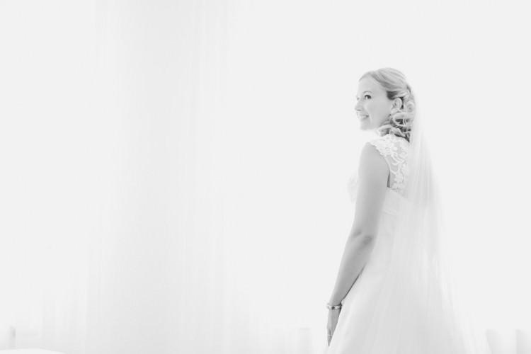 Getting-Ready-Brautvorbereitung-Bride-Braut-Schminken-Brautkleid-Hochzeitsfotograf