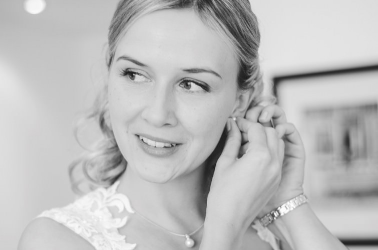 Getting-Ready-Brautvorbereitung-Bride-Braut-Schminken-Brautkleid